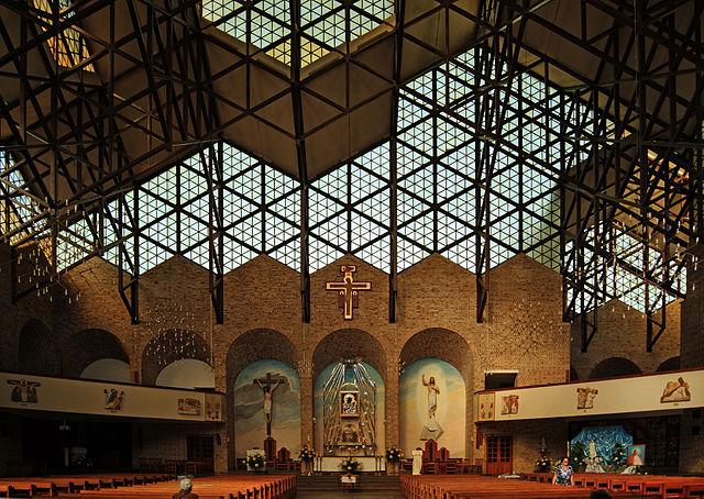 Church_of_Our_Lady_of_Czestochowa_(interior),_7_osiedle_Szklane_Domy,_Nowa_Huta,_Krakow,_Poland.jpg